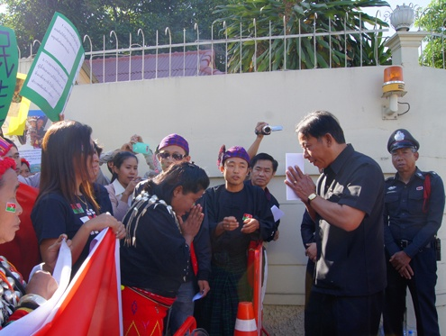 Kachin activists hand a statement protesting the Burmese government's ongoing offensive in northern Burma to a representative at the Chinese consulate in Chiang Ma