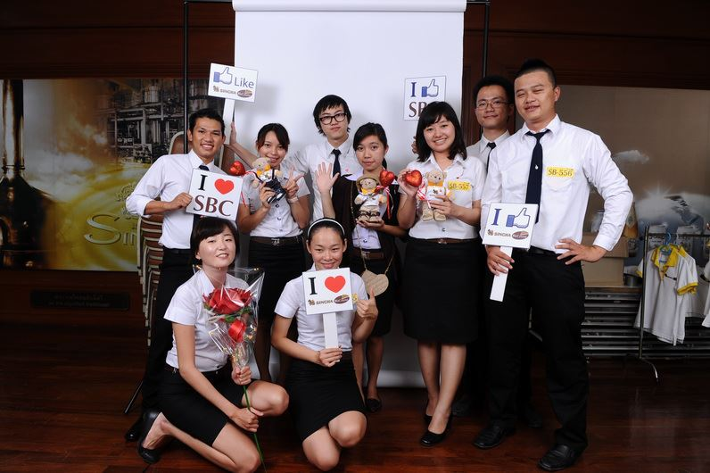 Mae Fah Luang students, Singha Management Interns
