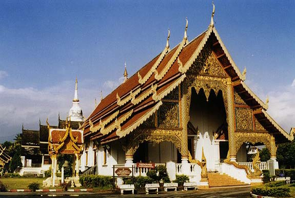 Mon took his wife and child to a merit-making ceremony held at a temple in Chiang Mai's Mae Taeng district.