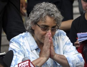 """Elisabetta Polenghi, younger sister of Italian photographer Fabio Polenghi, gives a Thai way 'Wai"""" to express thanks in front of Thai media at the South Criminal Court in Bangkok"""