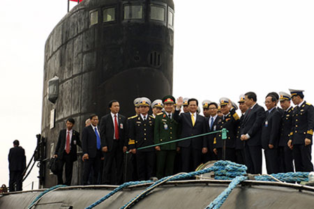 Vietnamese delegation led by Prime Minister Nguyen Tan Dung on the deck of the first Kilo-class submarine built by Russia