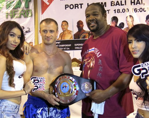 Former world heavyweight boxing champion Riddick Bowe of the U.S., second from right, and Russian boxer Levgen Golovin, second from left, pose for photographers during a news conference ahead of their fight in Bangkok, Thailand,