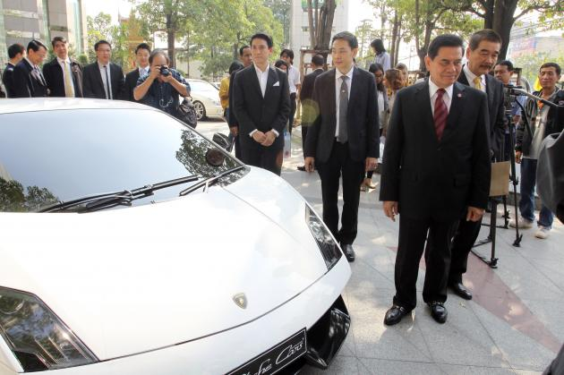 A LUXURY CAR is put on display yesterday as representatives of car-importing companies file a complaint with Justice Minister Pracha Promnok, demanding that he investigate reports of Thai students abusing their right to bring cars into Thailand tax free