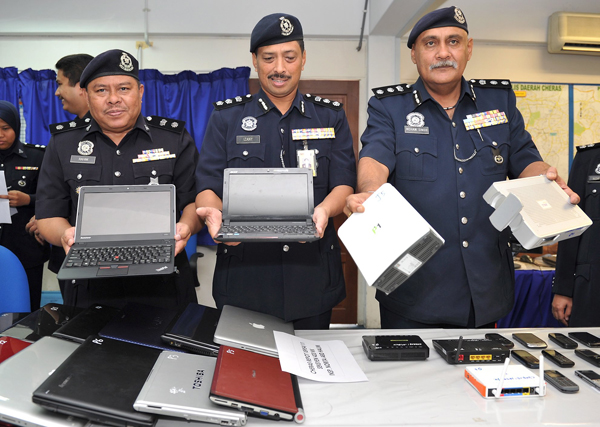 The raiding party  seized 30 laptops and 68 cellular phones. Read more: 60 held in Net love scam - General - New Straits Times http://www.nst.com.my/nation/general/60-held-in-net-love-scam-1.307107#ixzz2Xni1HwjV