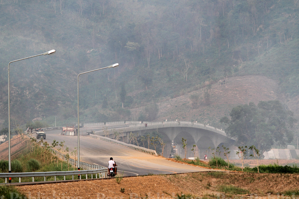 A photo taken in May shows motorists passing along the new Thai-Lao Friendship Bridge, which spans the Mekong River linking Chiang Khong district of Chiang Rai province with Huayxay town in Laos' Bokeo province. The bridge is scheduled to open fully in September