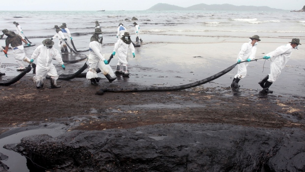 Workers remove crude oil on the beach of Prao Bay on Samet Island in eastern Thailand Read more: http://www.cp24.com/world/waves-of-oil-spread-on-popular-thai-resort-island-1.1389946#ixzz2aWzGhFX5
