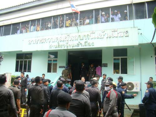 Rohingya refugees rioted in their cells yesterday in an attempt to break free and flee the country, immigration officers say. Photo: Kritsada Mueanhawong - See more at: http://www.thephuketforum.net/General-News-13/Rohingya-riot-north-of-Phuket-pre-planned-escape-attempt-says-Immigration-21907-n.html#sthash.DhRFVl1i.dpuf
