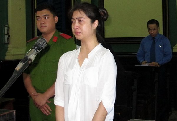 Suracha Chaimongkol was caught by the camera as the Vietnam People's Court judge sentenced her to death for smuggling cocaine from Brazil to Vietnam Please credit and share this article with others using this link:http://www.bangkokpost.com/news/local/365763/second-thai-woman-drug-smuggler-gets-vietnam-death-penalty. View our policies at http://goo.gl/9HgTd and http://goo.gl/ou6Ip. © Post Publishing PCL. All rights reserved.