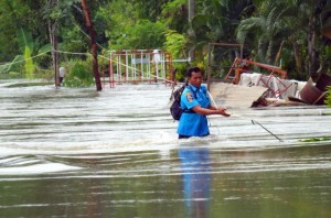 Downstream communities warned of inundation, Lop Buri district submerged