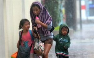 A mother and her children brave heavy rains as they head for an evacuation centre amidst strong winds as Typhoon Haiyan pounded Cebu City (AFP/Getty Images)