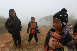 A group of young guides wait for tourists at the top of Phu Chi Fah mountain in Chiang Rai's Thoeng district. Tourists flock to the northern provinces at this time of the year to enjoy the cold weather. (File photo by Tawatchai Kemgumnerd)