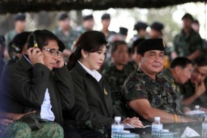 Yingluck Shinatwatra (center) and army chief General Prayuth Chan-ocha (right)