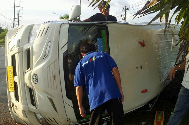 The accident occurred when the driver of the cab in which the eight Israelis were riding lost control of the vehicle and overturned.