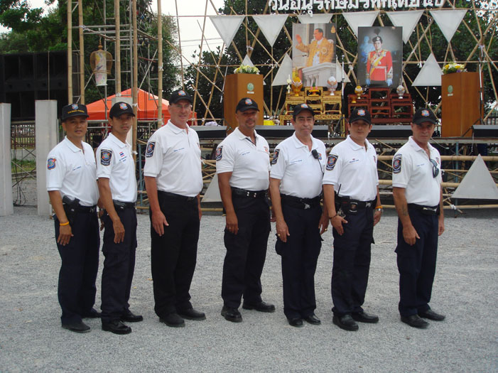 Expat police volunteers will no longer assist police or carry out their highly-praised night patrols of Patong until a clear structure is established, explained Wal Brown, long-term Phuket expat and head co-ordinator of the Royal Thai Police Region 8 volunteers