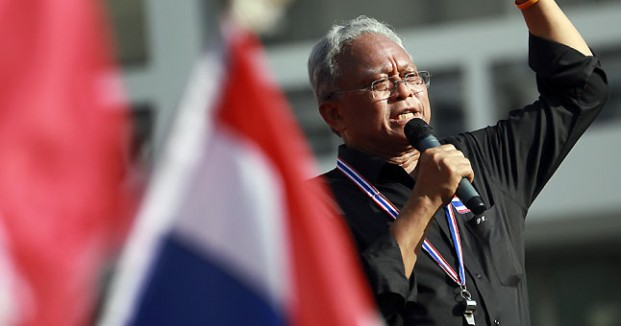 Suthep Thaugsuban, leader of the anti-government protests in Thailand, has declared that protesters are clearing the streets of Bangkok and moving to a city park.