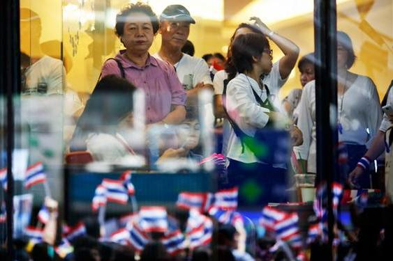 Weak Economic Data Show Political Unrest Is Taking a Toll on Economy