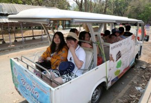 hinese tourists ride on a cart while touring Chiang Mai University