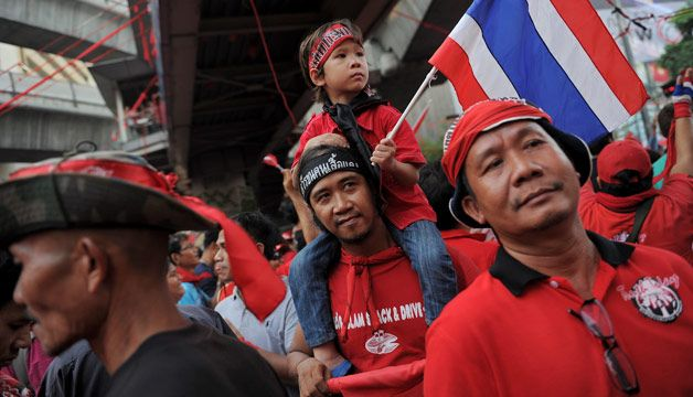 """Thai """"red shirts"""" prepare rally to back PM against protesters"""