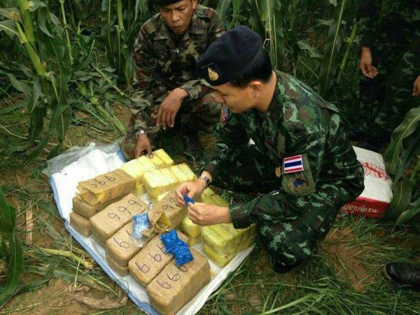 Chiang Rai authorities seize 1.2 million meth pills, worth Bt360 million, smuggled across Mekong River to Thailand, abandoned in Chiang Saen district corn field