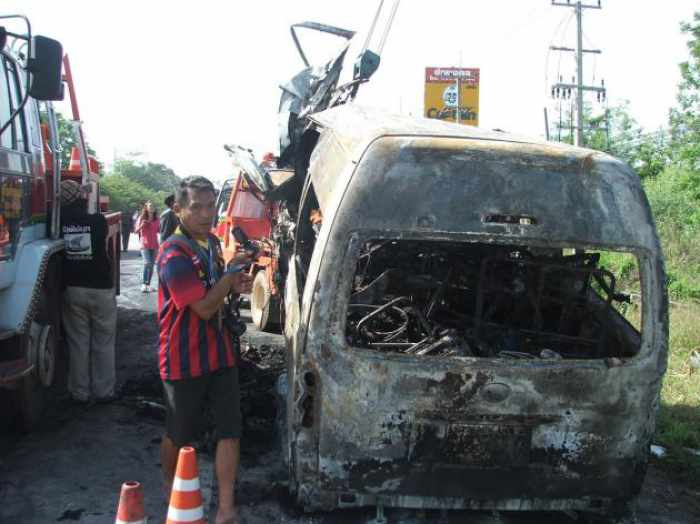 Twelve Vietnamese students and a Thai van driver died after their chartered vehicle collided head-on with an 18-wheel truck in Chaiyaphum's Kaeng Khro district yesterday. Photo: The Nation - See more at: http://www.phuketgazette.net/thailand-news/At-least-12-Vietnam-students-killed-Thai/29658#sthash.WgH8tmSE.dpuf