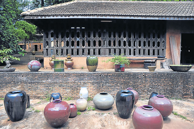 The retail outlet at Doy Din Daeng offers a great selection of stoneware, including coffee sets and huge ornamental vases, as well as some exquisite ceramic art by Somluk Pantiboon.