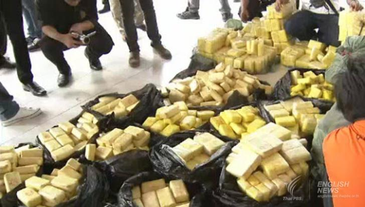 Thai authorities seized 50kg of crystal methamphetamine, popularly known as 'ice' and 2.2 million methamphetamine tablets after a gunfight between Thai police and members of a drug syndicate on Mae Chan-Chiang Saen Road in Chiang Rai's Mae Chan district