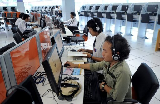 Thai authorities have blocked thousands of web pages deemed insulting to the monarchy in the past three months Read more at: http://phys.org/news/2012-03-thailand-blocks-royal-insult-web.html#jCp