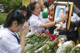 Friends and students at Satrinonthaburi bid farewell to Nong Kaem in a ceremony held at the school on July 9