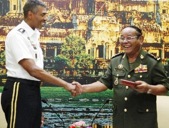 Gen. Pol Saroeun (R), Commander-in-Chief of the Royal Cambodian Armed Forces, shakes hands with visiting Gen. Vincent K. Brooks, Commanding General of the U.S. Army Pacific in Phnom Penh, Cambodia, Aug. 20, 2014. Cambodian and the United States senior military officials met here Wednesday and vowed to strengthen and expand bilateral ties and cooperation for mutual benefits. - See more at: http://www.thecambodiaherald.com/cambodia/detail/1?page=11&token=NDQ1YWNmMmI2NzA#sthash.56IQzk5U.dpuf