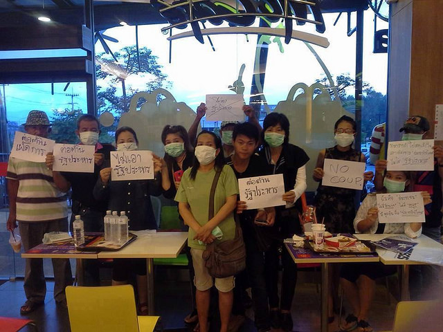 The protesters gathered at the fast food restaurant, wore masks with 'X' and showed anti-coup placards around noon of 25 May. About 30 minutes, later the military and police officers were deployed to the McDonald's, forcing the protesters to stop the activity