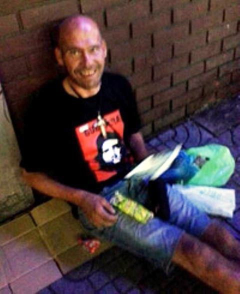 The pitiful existence of former chef Lief Christer, 45, became public after images of him sleeping on a footpath in the Soi Nana (Sukhumvit Soi 4) area went viral on the internet earlier this week. (Photo by Pemika Jiawong)