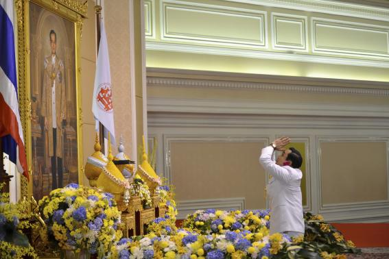 Thailand's newly appointed Prime Minister Prayuth Chan-ocha pays his respects as he receives the royal endorsement, in front of a portrait of Thai King Bhumibol Adulyadej, at the Royal Army headquarters in Bangkok in this August 25, 2014 handout photo provided by the Thailand Government House.