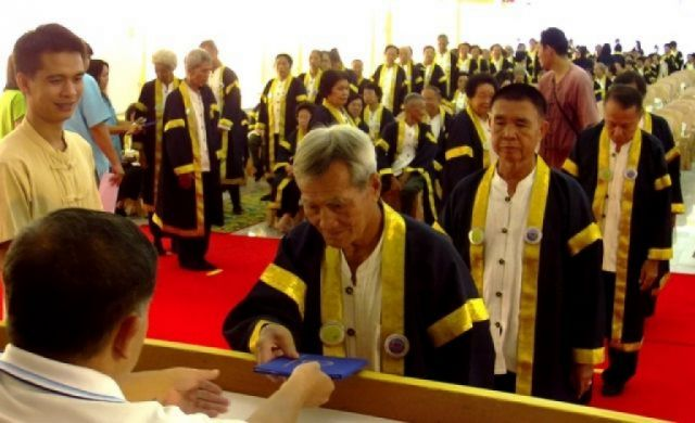 Cheng Doi Mayor Chalerm Sarnpang was present to oversee the final rehearsal of the 256 graduates, the first group of graduates for the school, who will receive their certificates on Monday.