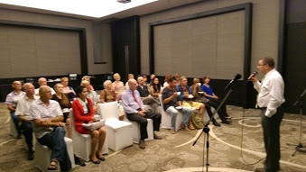 Mark Carlson, chief of the consular section of the US Chiang Mai consulate, talks to about 30 expats at the Meridien Resort in Chiang Rai on Sept. 12, 2014