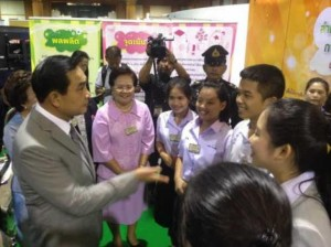 Prime Minster Gen Prayuth Chan-o-cha (left) listening to students exhibition