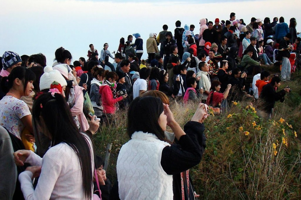 In the northern region, cold weather which begins in mid October usually draws a large number of tourists, both Thai and foreign - See more at: http://thainews.prd.go.th/centerweb/newsen/NewsDetail?NT01_NewsID=WNECO5710010010008#sthash.PQdqdhas.dpuf