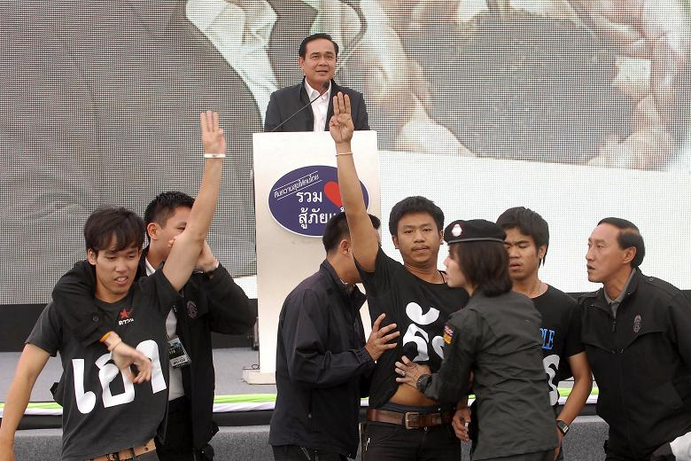 Five Thai students detained for 'Hunger Games' salute