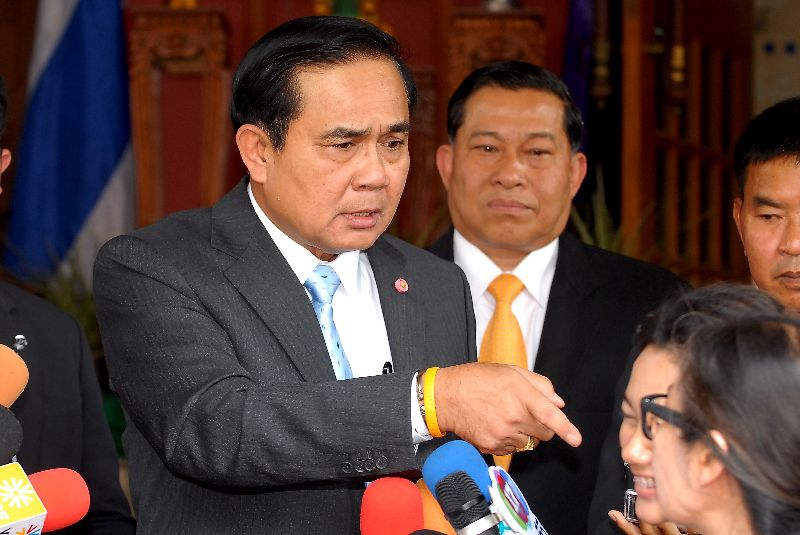 When the reporter pressed Gen. Prayuth to answer, the junta chairman launched into an angry tirade