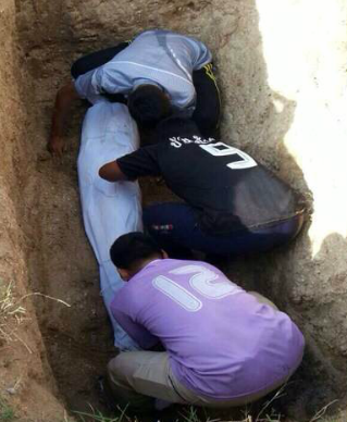 The dead woman was buried by workers from the Pracha Ruamjai Foundation