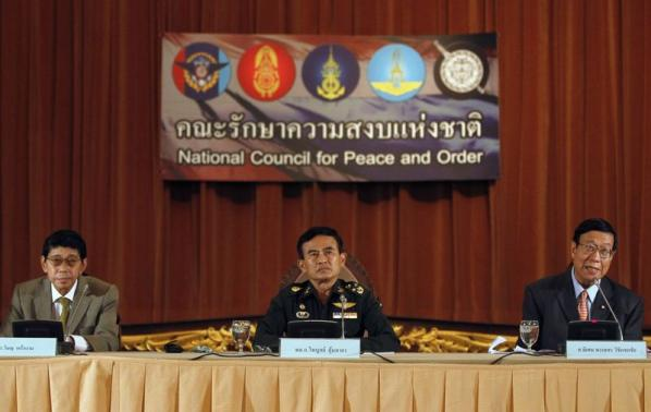 Thailand's Deputy National Council for Peace and Order (NCPO) chief General Paiboon Koomchaya (C), NCPO legal adviser Wissanu Krea-ngam (L) and Pornphet Vichitcholchai, Chief Counsel of the National Peace Keeping Council, attend a news conference