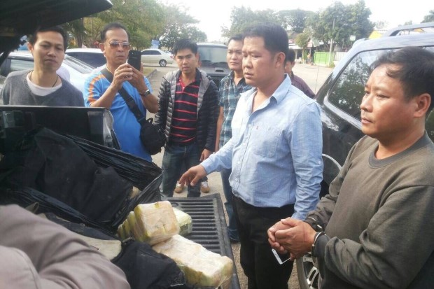 Police show the drugs found on trafficking suspect Niran Sakulrakkiat, right, after he was caught in a sting in Chiang Rai Please credit and share this article with others using this link:http://www.bangkokpost.com/news/general/456829/hmong-man-caught-with-huge-drug-stash. View our policies at http://goo.gl/9HgTd and http://goo.gl/ou6Ip. © Post Publishing PCL. All rights reserved.