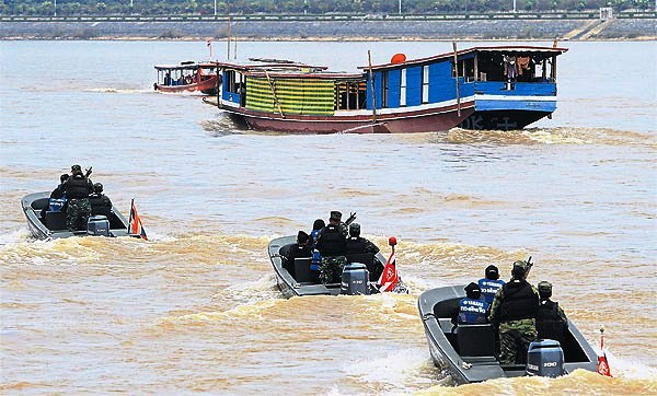 Naval officers and officials from the Office Narcotics Control Board patrol the Mekong River in Chiang Rai's Chiang Saen district in a joint mission to find drug traffickers. TAWATCHAI KEMGUMNERD Please credit and share this article with others using this link:http://www.bangkokpost.com/news/general/457318/anti-drug-partners-inspect-river-patrols. View our policies at http://goo.gl/9HgTd and http://goo.gl/ou6Ip. © Post Publishing PCL. All rights reserved.