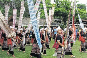 Women in traditional Tai Lue costume carry 'tung' or northern-style flags to the celebration, called Sueb Sarn Tamnan Tai Lue (Carrying on with the Heritage of the Tai Lue) in Chiang Kham district of Phayao. Photos: Saiarun Pinaduang