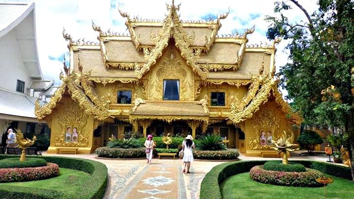 Bathrooms at The White Temple (Wat Rong Khun)