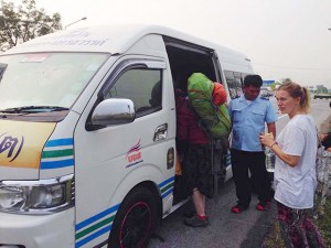 Tourist police later arranged a chartered van for the tourists who asked to go to Suvarnabhumi Airport.