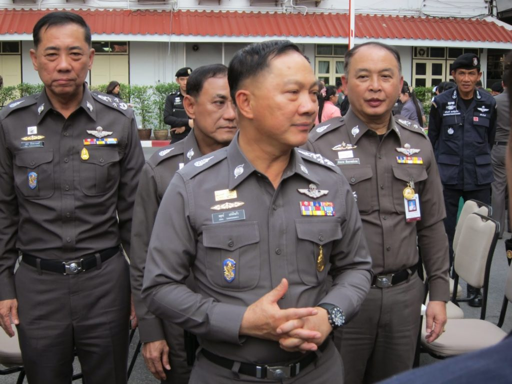 Pol Gen Adul Saengsingkaew met with the village chief and community leaders of Ban Saen Suk in Muang District, Chiang Rai