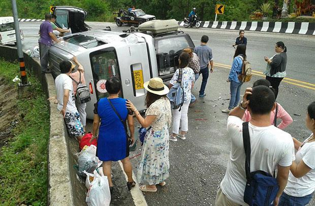 Chinese tourists stand by accident scene - Photo by Cheewin Sattha