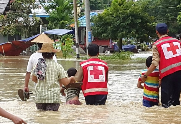 Emergency Response Teams from the Myanmar Red Cross have been evacuating families and providing  relief and medical assistance to communities affected by severe monsoon floods and landslides which have displaced thousands of families from their homes and disrupted communications and transportation links making access to affected communities challenging.