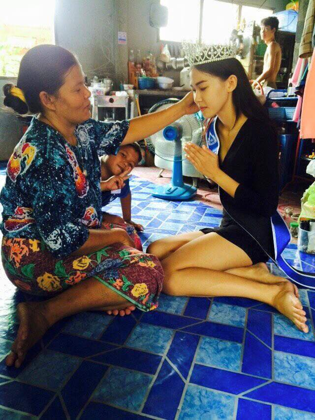 With her mother's encouragement, Ms Kanistha decided to join the Miss Uncensored News Thailand beauty pageant competition in an attempt to get back to school and help support her family. - See more at: http://women.asiaone.com/women/people/once-garbage-collector-now-thai-beauty-queen#sthash.D0S25S5k.dpuf