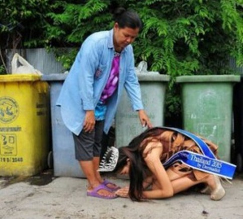 Touching moment: Mint - wearing her crown, sash and heels - kneels before her mother in front of filthy rubbish bins to say thank you for raising her